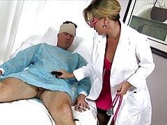 Milf Nurse sbaglia l'idenità