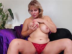 Super mature sex bomb mom with big tits and ass