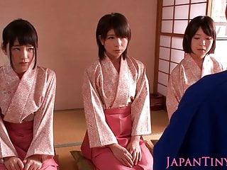 娇小的调教日本和服辣妹跳上老兄