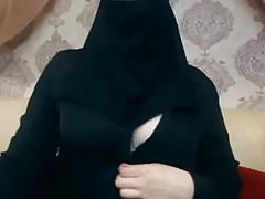 Chica hijab muestra sus tetas