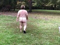 Piggy Frau draußen