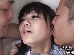 Haruka Miura holt zwei Männer, um ihre frischen Löcher zu schlagen