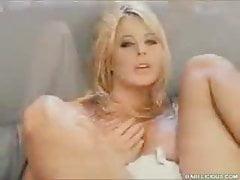 Kelly Norton masturbuje się