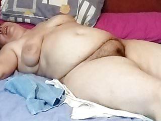 megusta hofreser a miesposa asin sola enla cama desnuda