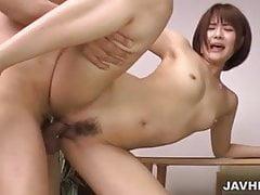 Saya Tachibana recebe pau para esticar seu arbusto em hardcore
