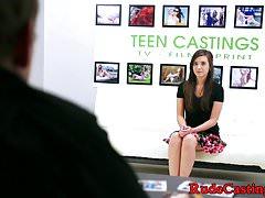 Teenager bellezza sbattuta a casting da cicca grassa