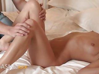 性高潮短女孩與可愛的小屁股騎公雞