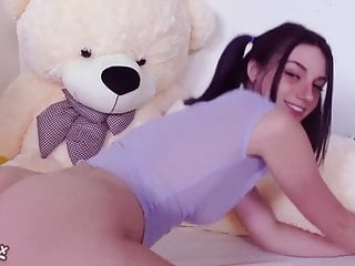 Teen Brunette Big Tits video: Rubing my sexy clit for you!