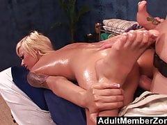 AdultMemberZone - La bella Emma Mae riceve una bella dic