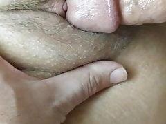 Kitzler mit kleinen Orgasmen spielen