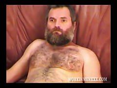 Great burly Bear of a man jacks off | Porn-Update.com