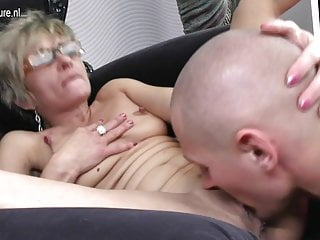 熱辣的奶奶被她的玩具男孩搞砸了