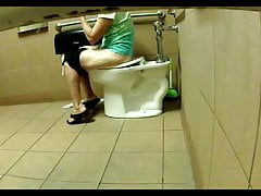 Sexy Toilettenmädchen 18