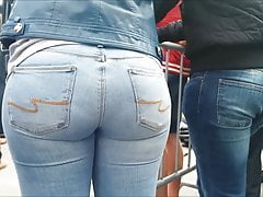 GROTE PAWG EZEL IN BLAUWE JEANS