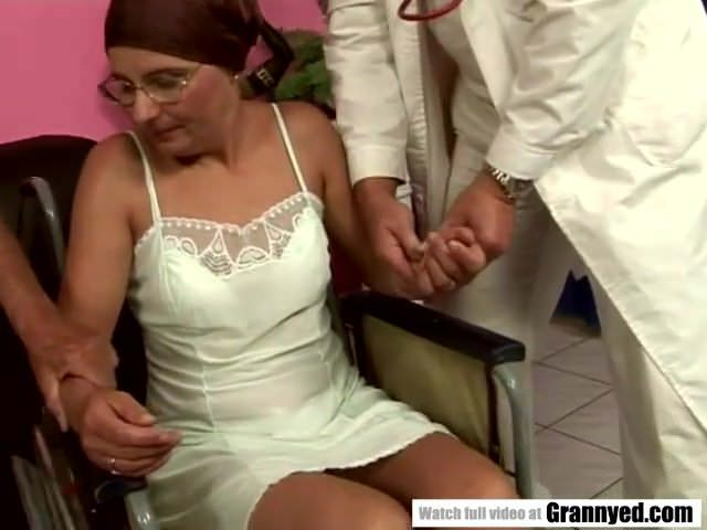 Смотреть порно ролики рыжие зрелые дамы