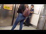 Sexy teen en metro