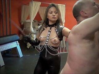 被亚洲情妇再次鞭打和鞭打