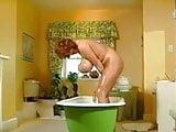 Big titties in the tub
