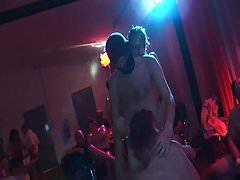 Due ragazze si godono una fantastica festa per il sesso