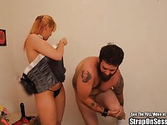 Allattamento Strap On Chick Pegging Guy barbuto con la principessa
