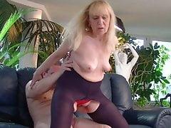 Abuelita disfruta anal