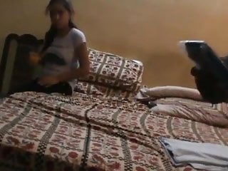 Kissing Skinny Bisexual video: Srilankan call girl with fat guy