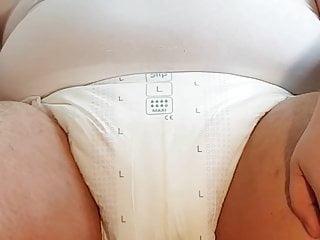 Nullo pees into diaper