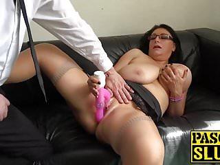 Sabrina Jade grande pelosa usa il sex toy per piacere