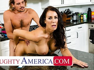 Naughty America – Hot Mom Reagan Foxx fucks and sucks