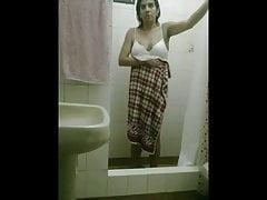 sonia en la ducha