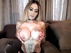 Amateur tattooed huge boobs blonde babe webcam show