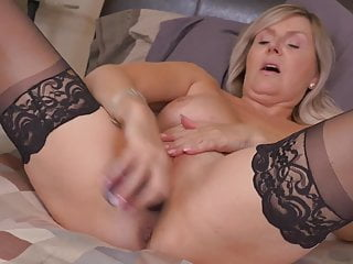Canadian mom Velvet Skye wants a good fuck