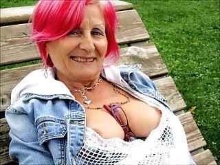 Stunning Women 4 Nice Cleavage