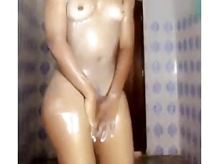 Ebony slut bathe