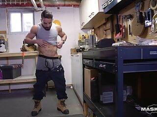 Maskurbate – Hunk Construction Worker Jerks Off At Work