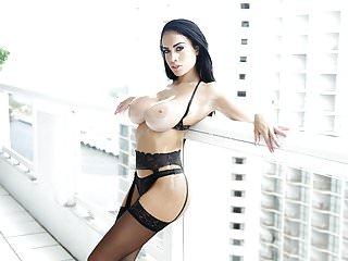 TeamSkeet Hot Sexy Brunette pestate da un cazzo duro