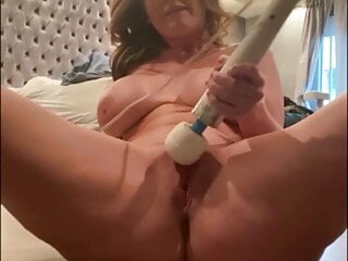 Sophie Dee plays with wonderful pussy