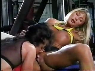 MUSCLE LESBIANS PLAYING IN THE GYM