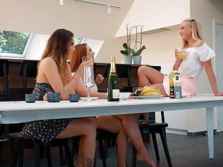 Fun on the table, Vinna Reed, Vanessa Decker plus Ornella Morgan