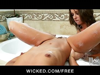 Presley Hart's naughty nanny seduces her in the bath
