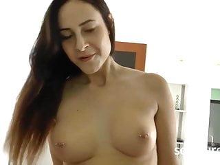 brunete mit groben titten gefickt und geil