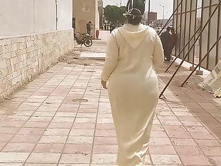 Moroccan big ass jallaba (7aslatni kansawrha )!!!!!!!!!