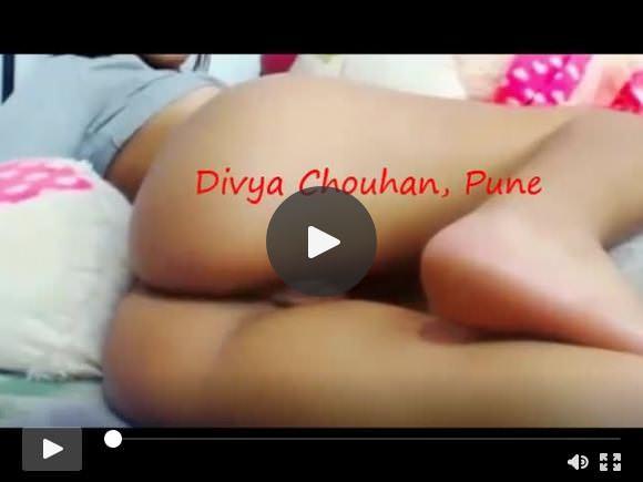 देसी स्लट दिव्या अपनी चूत गांड गाते हुए गाना दिखा रही है