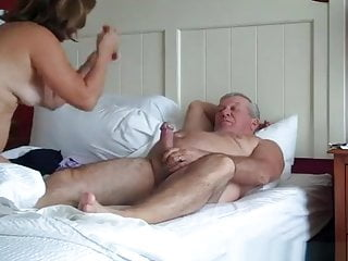 Handjob Mature Mom video: Hot Mature Couple 69 in Bed
