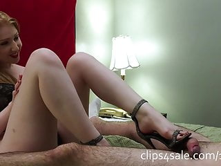 Sonia Sideview Footjob