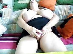 Bbw granny using vibrator