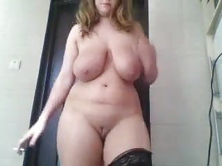 Bbw girl shows boobs...