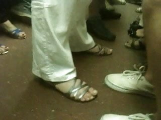 Feet syndactylia...