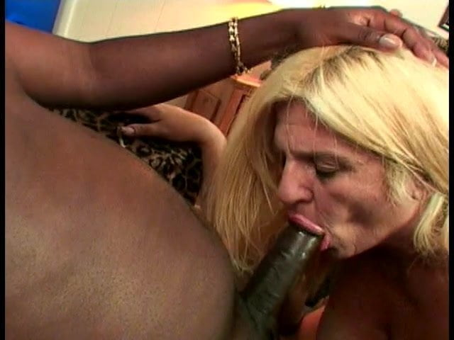 Sexy Ebony Thot Sucking Dick
