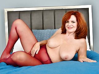 The Adult Video Experience – Sultry milf Andi James from Florida rubs her clit in nylons